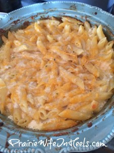 mac n cheese in dish