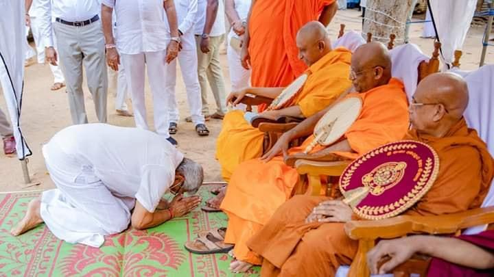 President Gotabaya worshiping Buddhist monks