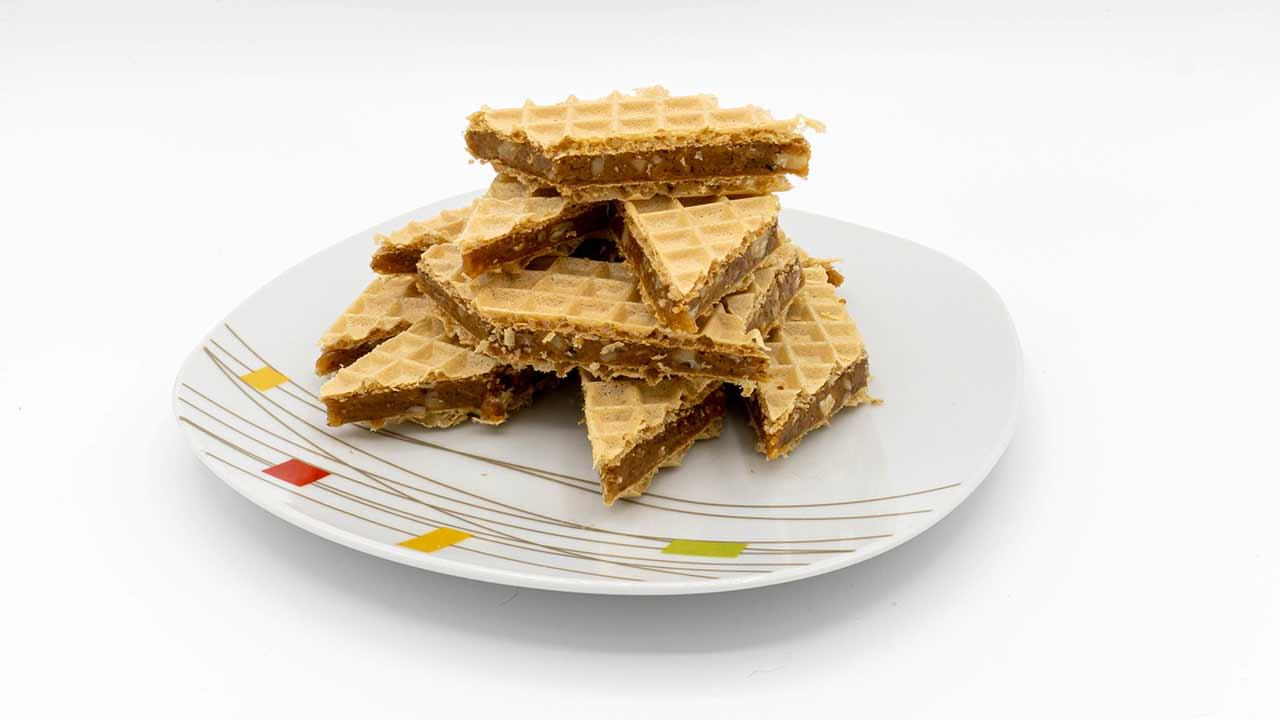 Grilias – Napolitane cu nuca și caramel