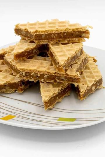 Grilias - Napolitane cu nuca și caramel