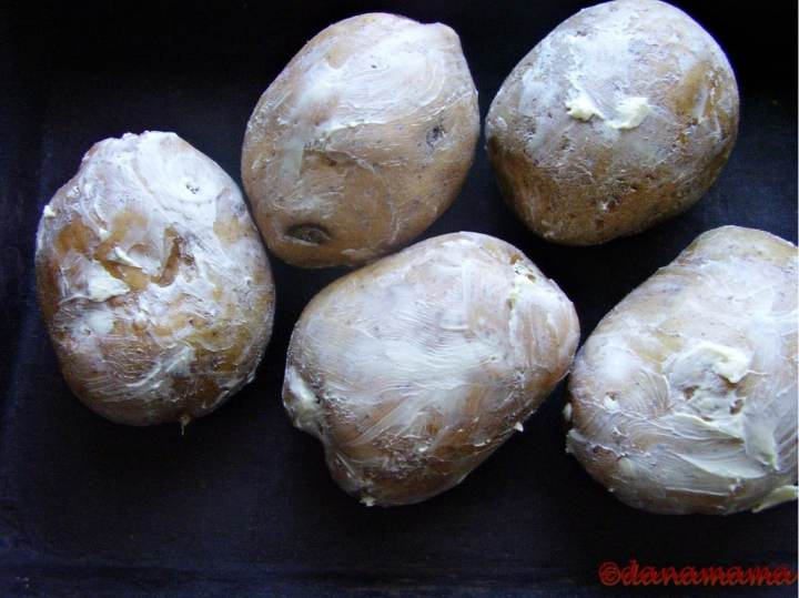 cartofi pregatiti pentru copt