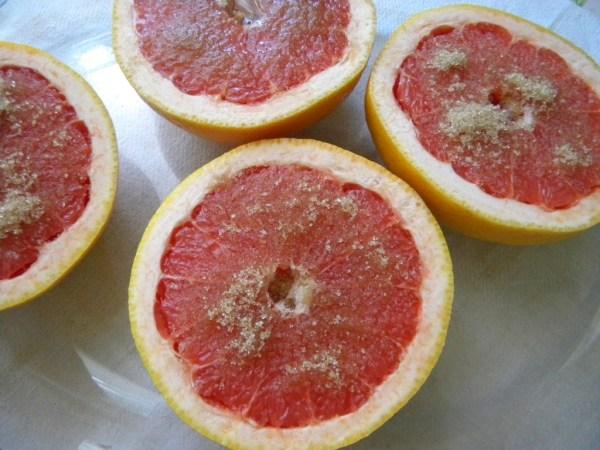 Grapefruit cu zahar brun si rom