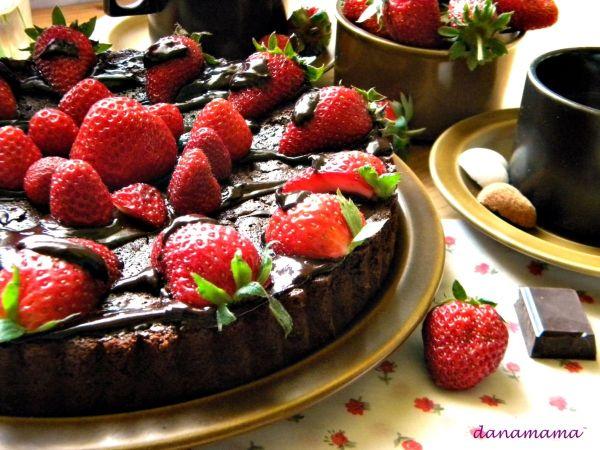 tarta cu ciocolata si capsune2 bun