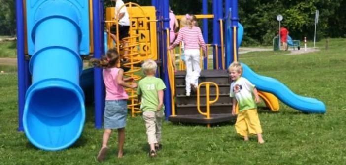 στην παιδική χαρά με τα παιδιά μας