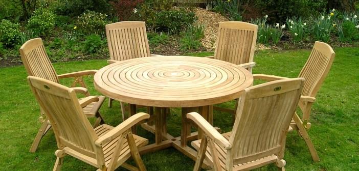 φροντίδα ξύλινων επίπλων κήπου