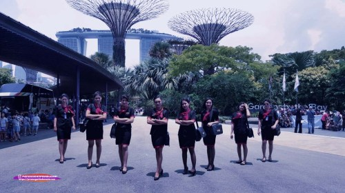 fakta seragam lion air, 5 Hal Ini Ungkap Fakta Seragam Lion Air, Belahannya Tinggi