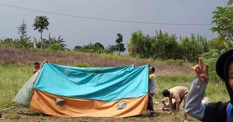 Foto Mendirikan Tenda Pramuka