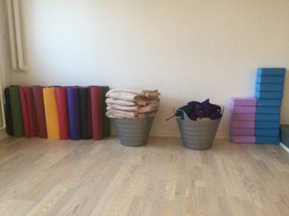 Pranayogastudio v/ Maria Moon · Yoga, Cacao Ceremonier, Retreats, Online Univers mm