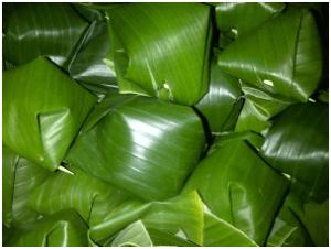 Nasi Putih dibungkus daun