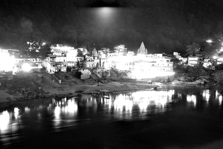 17-eve-rishikesh-laxman-jhula-bw