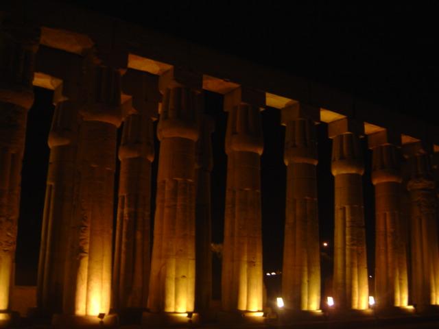 temple-of-luxor-night
