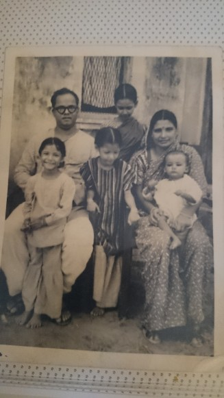 The Uniyal Family-1950s..many links...A letter from yesterday..The Chandola family https://prashantbhatt.com/2014/08/31/a-letter-from-yesterday/