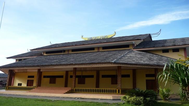 rumah adat maluku hibualamo
