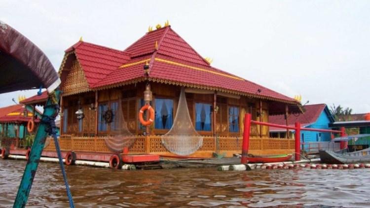 rumah tradisional rakit