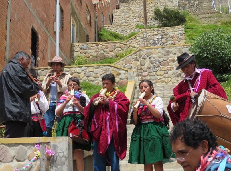 """Bolivia: Ch'alla en los """"yapus"""" urbanos"""