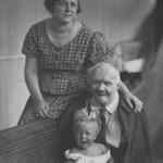 Nikolai Kobelkoff, Enkeltochter Helene und Urenkel Alexander, 1924