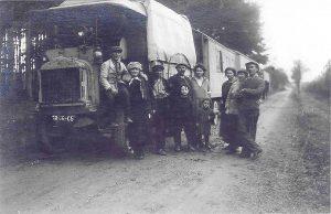 Familie Kobelkoff und Mitarbeiter auf der Reise mit der Schaubühne