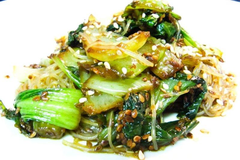 Refogado de Bok Choy (Acelga Chinesa) Com Gergelim por PratoFundo.com