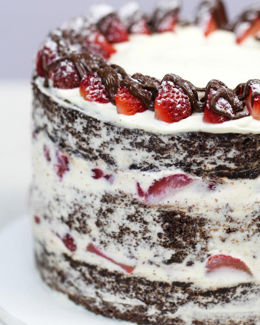 Bolo de Chocolate Recheado de Morango e Chantininho Gourmet