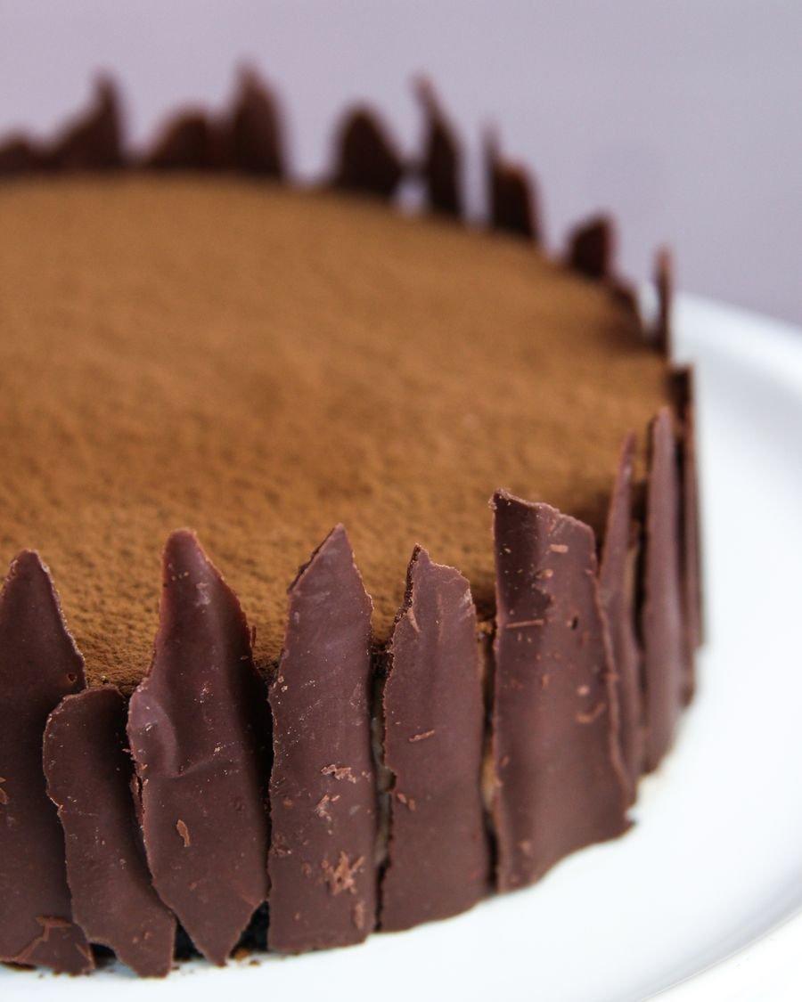 Cheesecake de Nutella inteira vista de lado