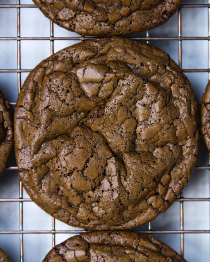 Cookie de chocolate em close