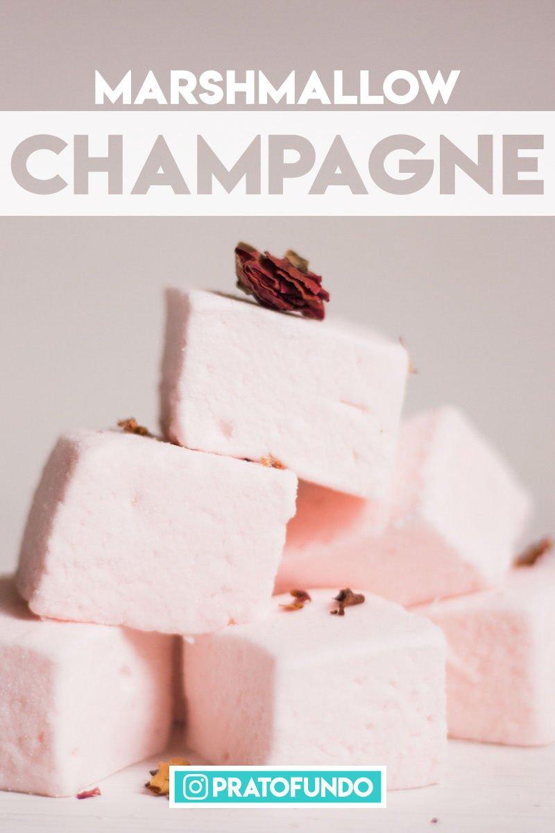 Marshmallow de Champagne um em cima do outro formando uma pirâmide