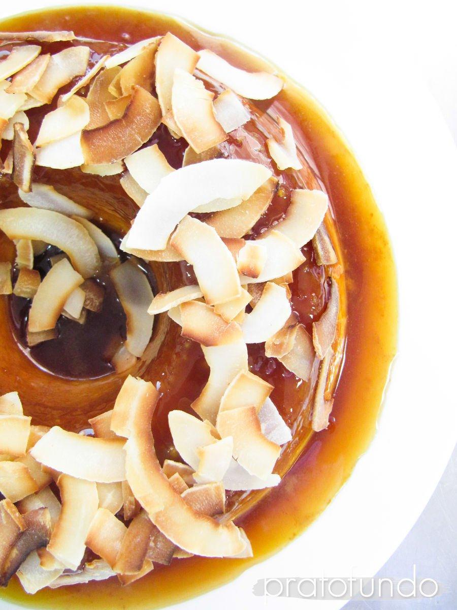 Pudim de Tapioca, Coco Queimado e Calda de Especiarias