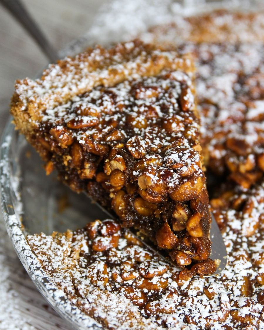 Pedaço de Torta de Amendoim e Caramelo Salgado