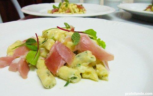 PF dinner: Gnocchi à la Parisienne de sálvia e tomilho com presunto cru