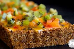 Receita: Torta de Iogurte com Frutas e Calda de Maracujá via PratoFundo.com