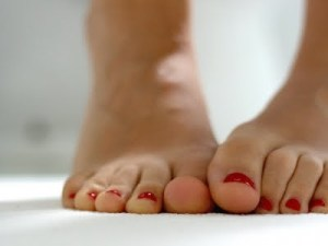 4 tips for awesome feet this summer