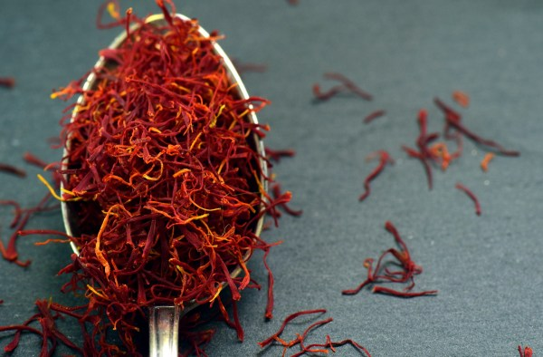 benefits of using saffron for skin care