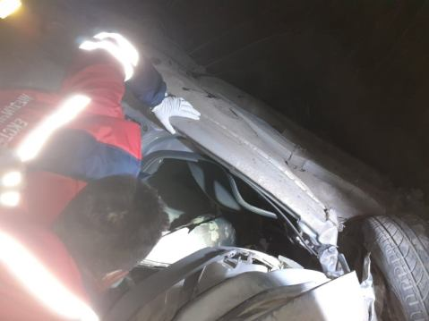 На Львівщині автомобіль перекинувся з мосту (фото)