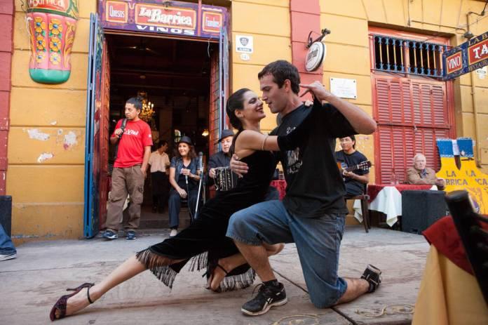 tango caminito barrio la boca buenos aires