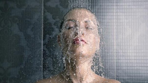 Si te bañas a diario, no tienes que enjabonarte todo el cuerpo, aconsejan los dermatólogos.