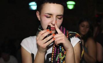 Inhalación de poppers, droga gay