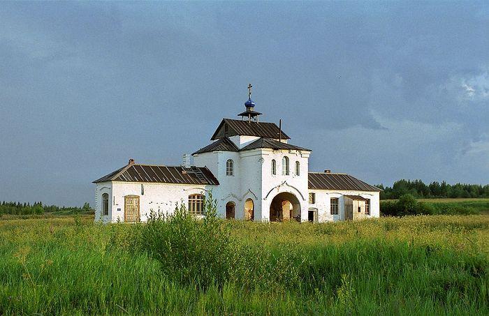 Богоявленский Кожеезерский монастырь в настоящее время. Надвратная церковь Надвратная церковь