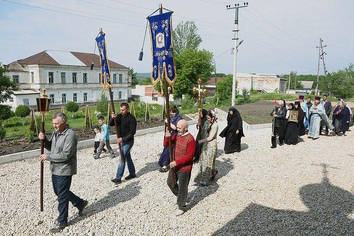Крестный ход в Вольском Владимирском монастыре