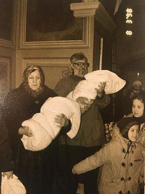 Алексей Валерьевич Артемьев и Александра Андреевна Бочкова с внуками. Крещение двойни
