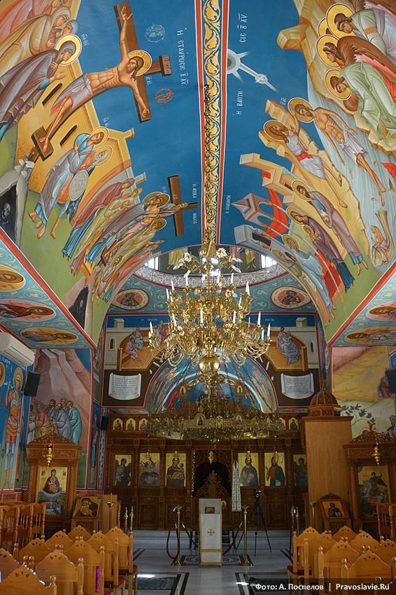 Интерьер храма в женском монастыре