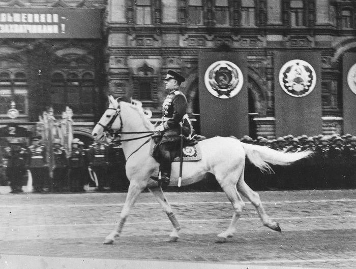 Маршал Советского Союза Г.К.Жуков принимает Парад Победы 24 июня 1945 г.