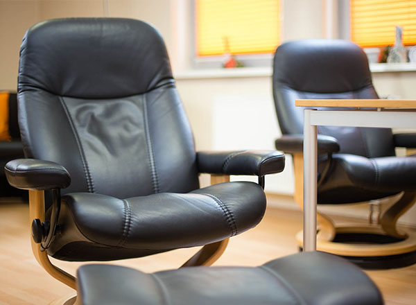 Stressless Sessel für die Hypnosetherapie