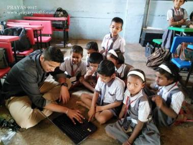 Computer literacy session by Nashik prayas member