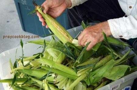 Lee corn shucking