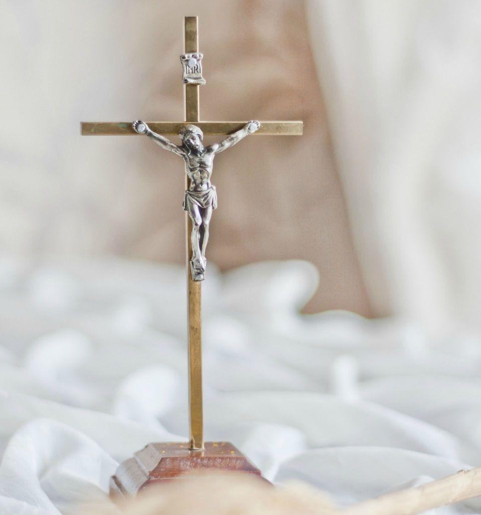 cross-jesus1.jpg