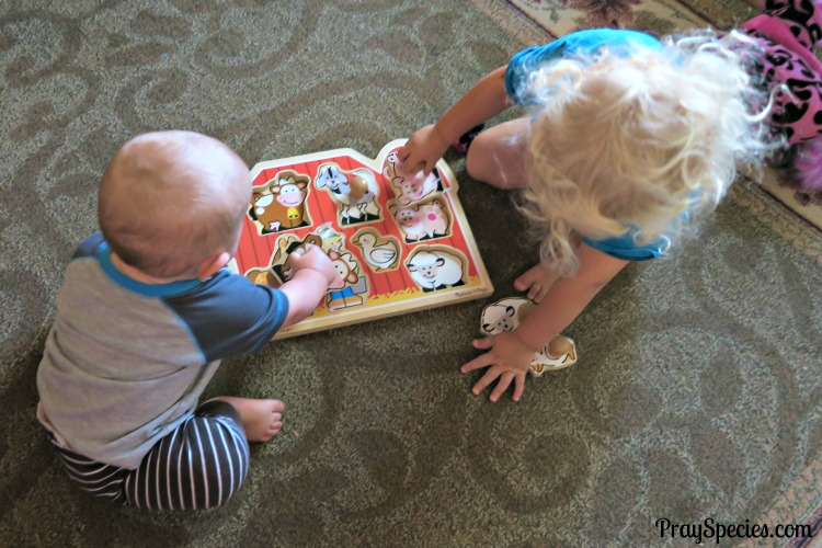brothers-doing-a-puzzle