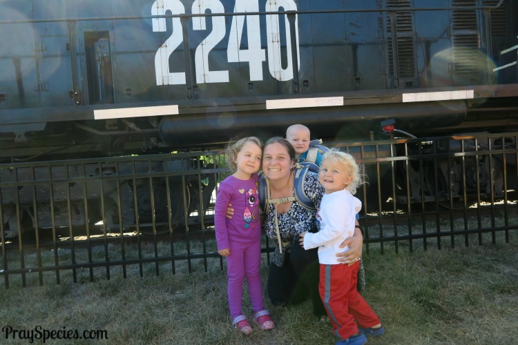 mom-and-three-kids-train-ride-oct-2016