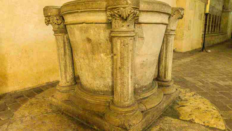 Baptistry in the crypt (13th century)