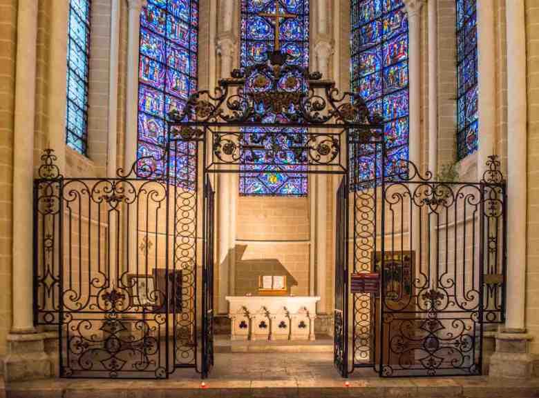 Ambulatory Chapel with ecumenical Bible