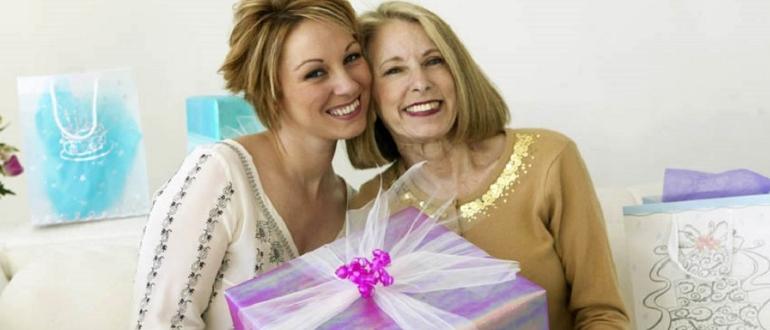 что подарить на 50 лет маме